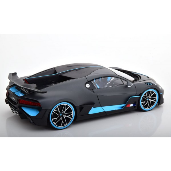 Bugatti Divo 2018 mattgrau lightblue.Bburago 1:18