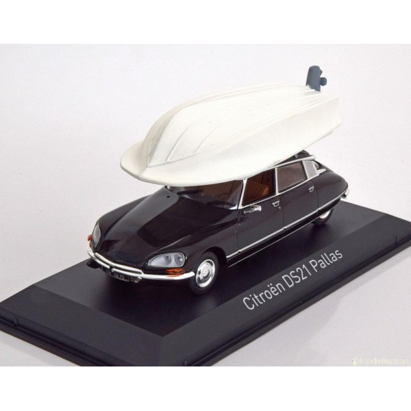 Citroen DS21 Pallas with Boot on the roof